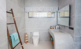 10+-+Bathroom