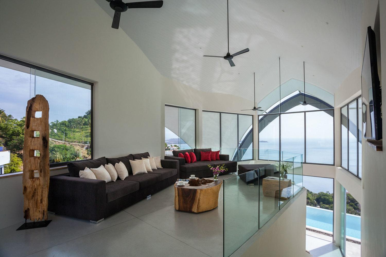 16+-+Relaxing+area+with+flatscreen+TV